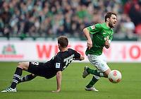 FUSSBALL   1. BUNDESLIGA   SAISON 2012/2013    26. SPIELTAG SV Werder Bremen - Greuther Fuerth                        16.03.2013 Sokratis Papastathopoulos (re, SV Werder Bremen) gegen Milorad Pekovic (li, Greuther Fuerth)