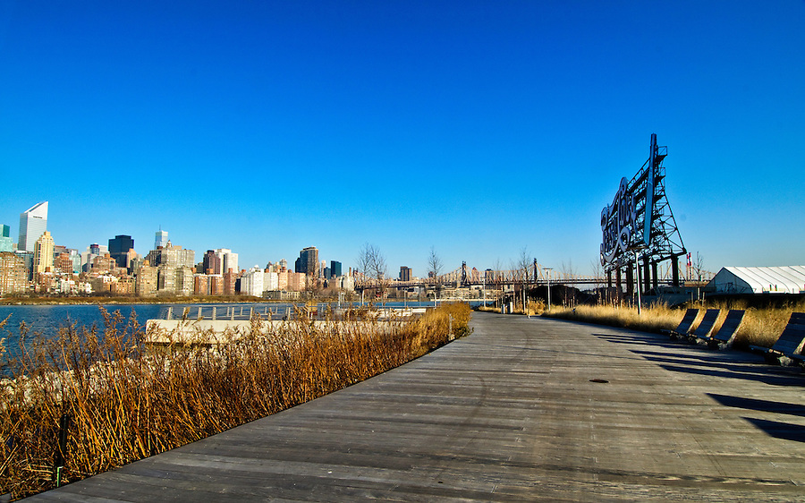 Gantry Plaza State Park, Long Island City, Hunters Point, Queens, NYC, NY, Benches