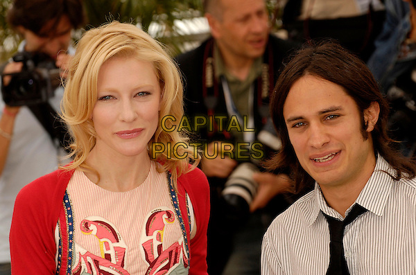 """CATE BLANCHETT & GAEL GARCIA BERNAL.""""Babel""""  photocall at the 59th International Cannes Film Festival, Cannes, France..May 23rd, 2006.Ref: KRA.headshot portrait.www.capitalpictures.com.sales@capitalpictures.com.©Persun/Capital Pictures"""