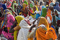 Women protesting during the 2007 Janadesh Walk for Land.