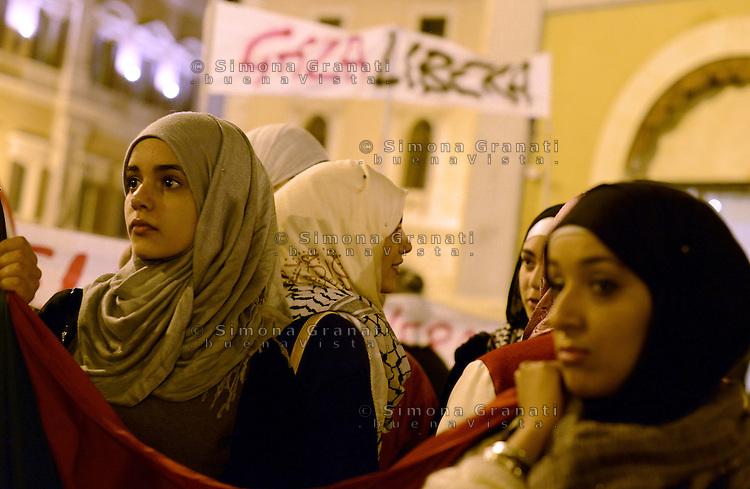 Roma 17 Novembre 2012.Piazza Montecitorio.Manifestazione contro il massacro a Gaza e i bombardamenti da parte dell'esercito israeliano sulla popolazione palestinese