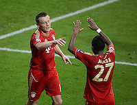 FUSSBALL   CHAMPIONS LEAGUE  VIERTELFINAL RUECKSPIEL   2011/2012      FC Bayern Muenchen - Olympic Marseille          03.04.2012 JUBEL FC Bayern Muenchen; Torschuetze zum 2-0 Ivica Olic (li) und David Alaba