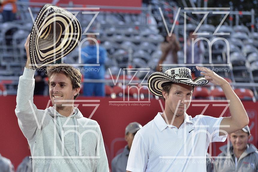BOGOTÁ -COLOMBIA. 20-07-2013. Edouard Roger-Vasselin (FRA)/Igor Sijsling (HOL) saludan durante la ceremonia de premiación despues del juego contra Purav Raja (IND)/ Dijiv Sharan (IND) en dobles en final del ATP Claro Open Colombia 2013 realizado hoy en el Centro de Alto Rendimiento en la ciudad de Bogotá. La pareja franco holandesa obtuvieron el segundo puesto en el torneo ATP tour 250 en la categoría de dobles. / Edouard Roger-Vasselin (FRA)/Igor Sijsling (HOL) greet during the awards ceremony after the match against Purav Raja (IND)/Dijiv Sharan (IND) on final of the ATP Claro 2013 today at Centro Alto Rendimiento in Bogota city. The  French Dutch couple won the second place on the ATP tour 250 in doubles category. Photo: VizzorImage / Str