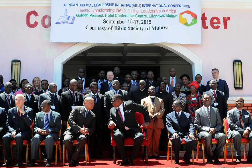 ABLI FORUM 2015. LILONGWE, MALAWI. DAY ONE. OFFICIAL PHOTO OPPORTUNITY WITH MALAWI STATE PRESIDENT, HIS EXCELLENCY, PRESIDENT ARTHUR PETER MUTHARIKA. 15/9/2015. PHOTO BY CLARE KENDALL.