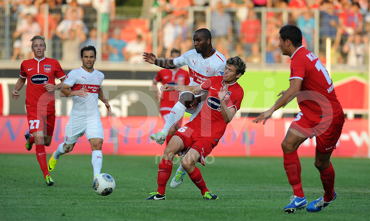 FUSSBALL  1. Bundesliga   2013/2014   Testspiel   FC Heidenheim - VfB Stuttgart   13.07.2013 Cacau (Mitte, VfB Stuttgart)  gegen Lukas Kohler (FC Heidenheim)
