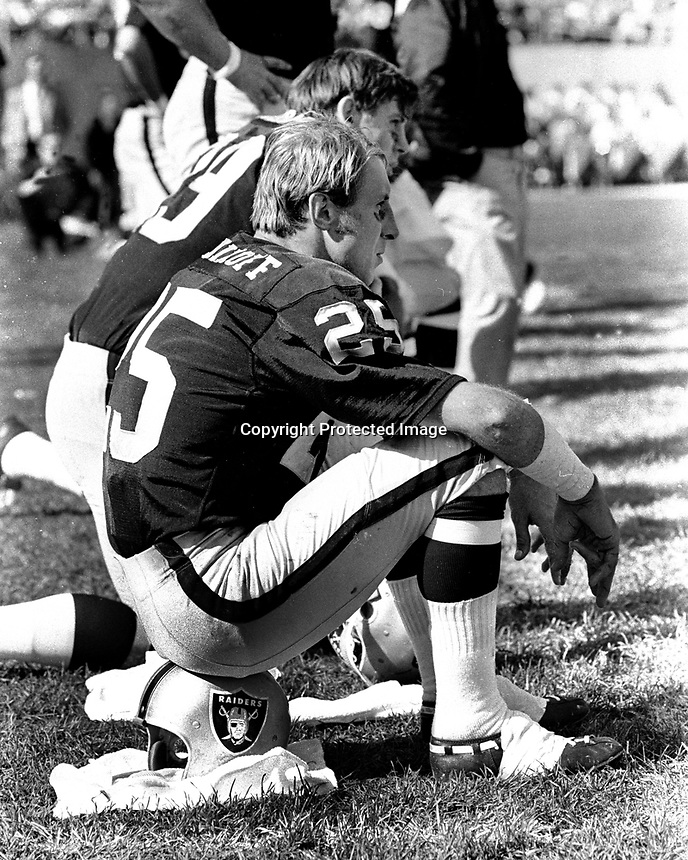 Raider Fred Biletnikoff and Marv Hubbard on the sideline..(photo/Ron Riesterer) 1972