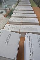 Spagna Barcellona  Elezioni all'assemblea catalana 25 Novembre 2012 Un seggio elettorale nella cittadina di  Gelida (Barcellona) liste elettorali