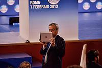 Roma 7 Febbraio  2013.Maurizio Gasparri riprende con Ipad la sala dell'Auditorium della Conciliazione in attesa  dell'inizio della campagna elettorale.  ..