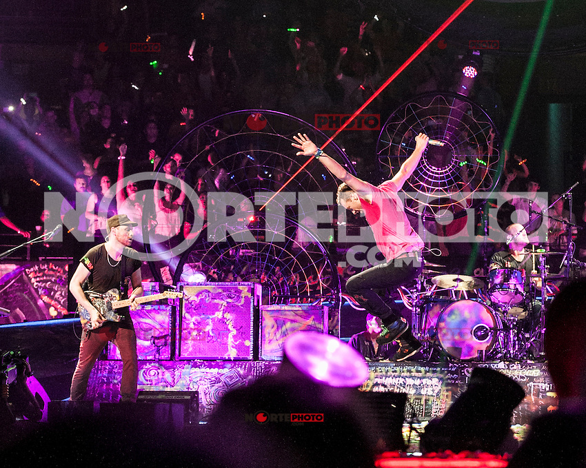 BOSTON, MA - JULY 30, 2012: Coldplay in concert at The Boston Garden in Boston, Massachusetts. July 30, 2012. &copy; Rocco S. Coviello/MediaPunch Inc. /NortePhoto.com<br />