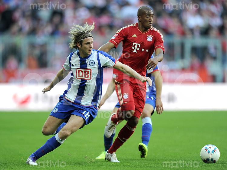 FUSSBALL   1. BUNDESLIGA  SAISON 2011/2012   9. Spieltag FC Bayern Muenchen - Hertha BSC Berlin          15.08.2011 Peter Niemeyer (li, Hertha BSC Berlin) gegen Jerome Boateng (FC Bayern Muenchen)