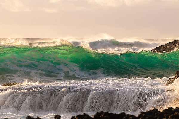 New photos added! Hawaiian Waves-Buy & license Hawaiian wave photographs