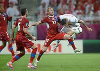 FUSSBALL  EUROPAMEISTERSCHAFT 2012   VORRUNDE Tschechien - Polen               16.06.2012 Tomas Sivok (li) Tomas Huebschman (Mitte, beide Tschechische Republik) gegen Marcin Wasilewski (re, Polen)