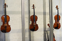 """Show room del Consorzio Liutai """"Antonio Stradivari"""". Show room of The Consortium of Violinmakers."""