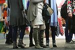 Foto: VidiPhoto<br /> <br /> ROTTERDAM - In de Ahoy in Rotterdam is dinsdag de reformatorische gezinsbeurs Wegwijs van start gegaan. De beurs richt zich exclusief op orthodoxe christenen en duurt tot en met zaterdag. Wegwijs wordt eenmaal in de anderhalf jaar gehouden. Vooral in christelijke kringen verantwoorde producten worden aangeboden, waaronder hoedjes, rokken, boeken, Bijbels en CD's. Reformatorische organisaties werven er donateurs. Radio- en tv-toestellen mogen er niet verkocht worden. De beurs trekt iedere keer zo rond de 70.000 bezoekers. Na dertig jaar Jaarbeurs in Utrecht, wordt Wegwijs dit jaar voor het eerst in Rotterdam gehouden. Het bleek mogelijk om de Ahoy een week lang af te huren, zonder dat het publiek geconfronteerd wordt met bezoekers van andere -seculiere- beurzen. In Utrecht kon dat niet.