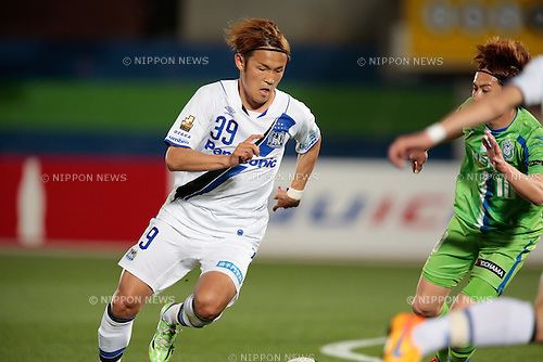 Takashi Usami (Gamba), <br /> APRIL 18, 2015 - Football /Soccer : <br /> 2015 J1 League 1st stage match <br /> between Shonan Bellmare 0-2 Gamba Osaka <br /> at Shonan BMW Stadium Hiratsuka, Kanagawa, Japan. <br /> (Photo by AFLO SPORT)