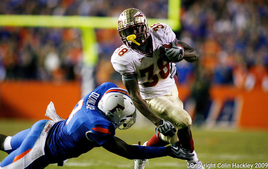 GAINESVILLE, FL 11/28/09-FSU-UF FB09 CH28-Florida State's Jermaine Thomas is caught by Florida's Carlos Dunlap during second half action Saturday at Florida Field in Gainesville. .COLIN HACKLEY PHOTO