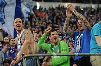 FUSSBALL   EUROPA LEAGUE   SAISON 2011/2012  ACHTELFINALE FC Schalke 04 - Twente Enschede                         15.03.2012 Klaas Jan Huntelaar (Mitte, FC Schalke 04) jubelt nach dem Abpfiff bei den Fans