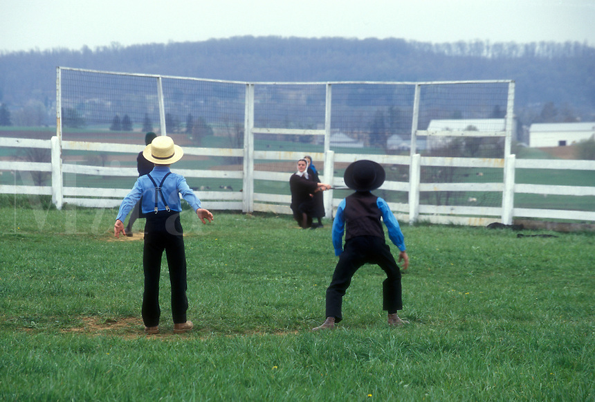 AJ1129, Amish, baseball, Pennsylvania, Lancaster County, Amish children playing baseball game on sunday in Pennsylvania Dutch Country.
