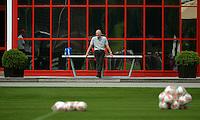 Fussball 1. Bundesliga:  Saison  Vorbereitung 2012/2013     Training beim FC Bayern Muenchen 28.07.2012 Sportvorstand Matthias Sammer schaut dem Training zu