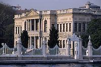Europe/Turquie/Istanbul : Palais de Dolmabahce sur le Bosphore