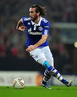 FUSSBALL   EUROPA LEAGUE   SAISON 2011/2012  ACHTELFINALE FC Schalke 04 - Twente Enschede                         15.03.2012 Christian Fuchs (FC Schalke 04)  Einzelaktion am Ball