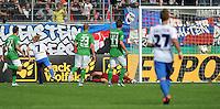 FUSSBALL   DFB POKAL   SAISON 2011/2012  1. Hauptrunde FC Heidenheim - Werder Bremen              30.07.2011 TOR zum 2:1 durch Marc Schnatterer (li, 1 FC Heidenheim 1846) gegen Torwart Tim Wiese (re, SV Werder Bremen)