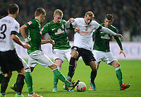 USSBALL   1. BUNDESLIGA    SAISON 2012/2013    10. Spieltag   Werder Bremen - FSV Mainz 05                             04.11.2012 Marcel Risse (2.v.re, 1. FSV Mainz 05) gegen Lukas Schmitz (re, SV Werder Bremen) und Kevin De Bruyne (2.v.li, SV Werder Bremen)  mit Nils Petersen (li, SV Werder Bremen)