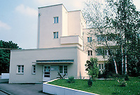 Stuttgart: Weissenhofsiedlung, Apartment building No. 32 AM Weissenhof. Now containing an architectural museum. Peter Behrens.