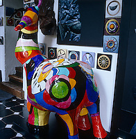 Close up of a colorful sculpture by Niki de Saint Phalle in the entrance hall