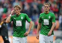 FUSSBALL   1. BUNDESLIGA   SAISON 2012/2013   3. SPIELTAG Hannover 96 - SV Werder Bremen     15.09.2012 Clemens Fritz (li) und Nils Petersen (re, beide SV Werder Bremen) sind nach dem Abpfiff enttaeuscht