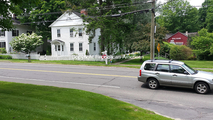 WOODBURY, CT:11 June 2015:061115BB02 --- WOODBURY --- If the state approves it, a new crosswalk would start in front of the Red Barn mailbox on Main Street and have signs with flashing yellow lights on either side, alerting drivers when someone is in the crosswalk. Bill Bittar Republican-American
