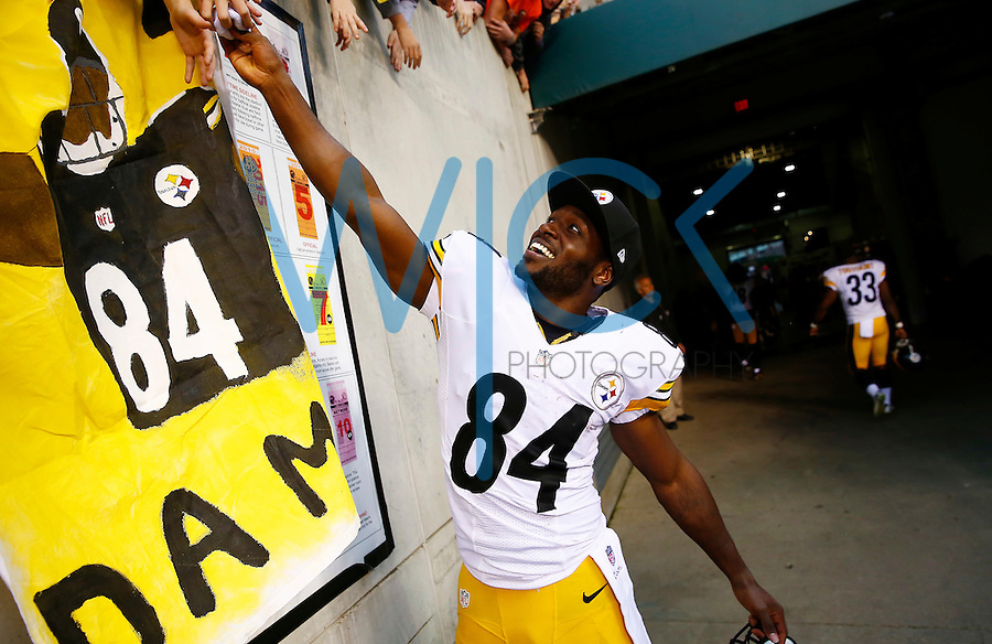 Antonio Brown #84 of the Pittsburgh Steelers gives away his sweat band to a fan following their 33-20 win against the Cincinnati Bengals during the game at Paul Brown Stadium on December 12, 2015 in Cincinnati, Ohio. (Photo by Jared Wickerham/DKPittsburghSports)