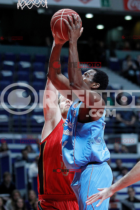 Asefa Estudiantes' Lamont Barnes (r) and Cai Zaragoza's Henk Norel during Liga Endesa ACB match.November 11,2012. (ALTERPHOTOS/Acero) /NortePhoto