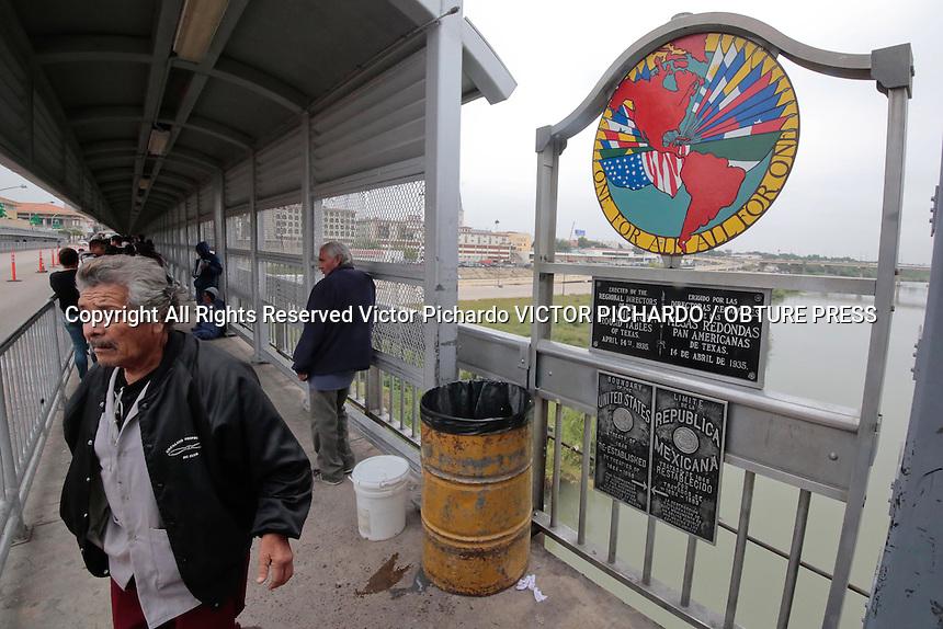 Nuevo Laredo, Tamaulipas, 14 Diciembre 2016.- Aspectos de la vida cotidiana en el puente fronterizo Juarez-Lincoln ubicado en Nuevo Laredo Tamaulipas por el que diariamente cruzan miles de co nacionales que trabajan en los Estados unidos. FOTO: VICTOR PICHARDO / OBTURE PRESS