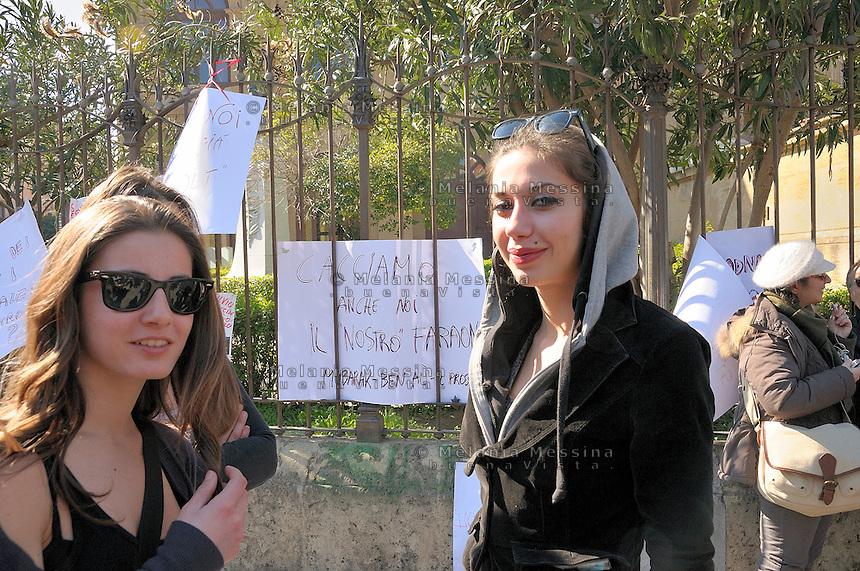 Palermo, protest of women against Berlusconi and in defense of female dignity..Palermo, manifestazione del 13 febbraio in difesa della dignità delle donne e a favore delle dimissioni di Silvio Berlusconi.