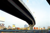 a contraversial project by the mayor AMLO to place a second level on the Periferico. Mexico city 3-9-04