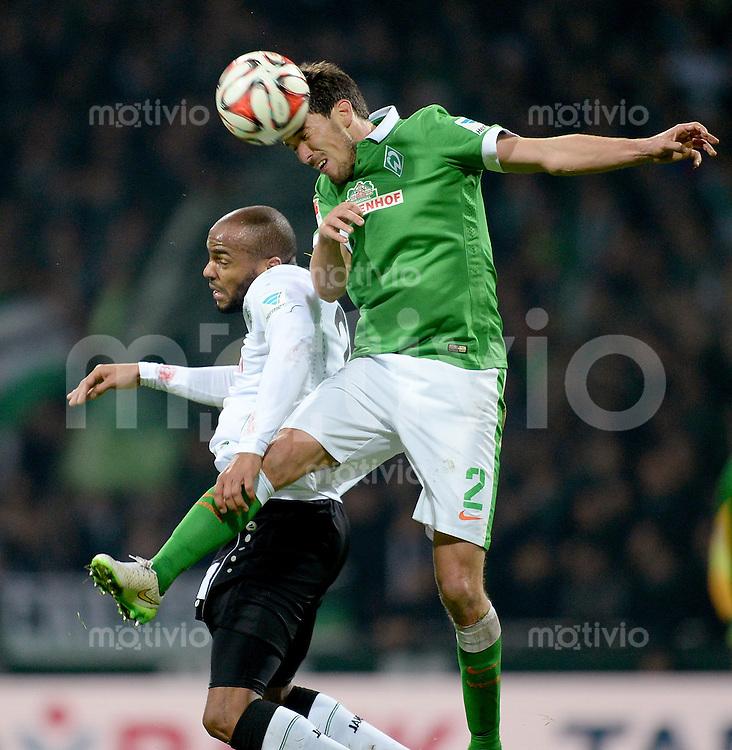 FUSSBALL   1. BUNDESLIGA   SAISON 2014/2015   15. SPIELTAG SV Werder Bremen - Hannover 96                         13.12.2014 Jimmy Briand (li, Hannover 96) gegen Alejandro Galvez (re, SV Werder Bremen)
