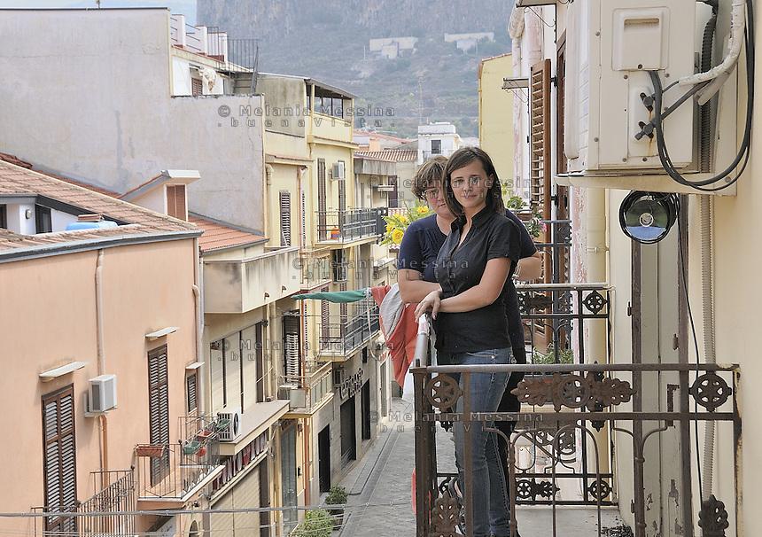 Partinico: the daughter and the wife of Pino Maniaci, both of them collaborate with the antimafia journalist.<br /> Partinico: mogli e figlia del Giornalista antimafia Pino Maniaci, entrambe collaborano a Telejato.