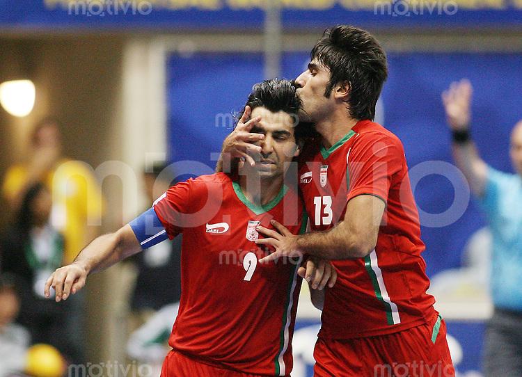 Fussball  International  FIFA  FUTSAL WM 2008   12.10.2008 Zweite Gruppenrunde Gruppe E Ukraine - Iran Ukraine - Iran Vahid SHAMSAEE (li, IRN) und Masoud DANESHVAR (IRN) freuen sich nach einem Tor.