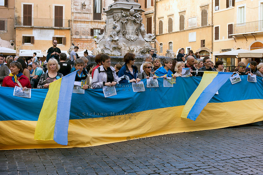 Roma 9 novembre 2014<br /> Manifestazione contro l&rsquo;aggressione della Russia in Ucraina e per onorare le vittime di guerra in Ucraina e per il ritiro immediato dell'esercito russo e delle forze speciali dal territorio ucraino al Pantheon.<br /> Rome November 9, 2014<br /> Demonstration against the aggression of Russia in Ukraine and to honor the victims of the war in Ukraine and for the immediate withdrawal of the Russian army and special forces from the territory of Ukraine  to the Pantheon.