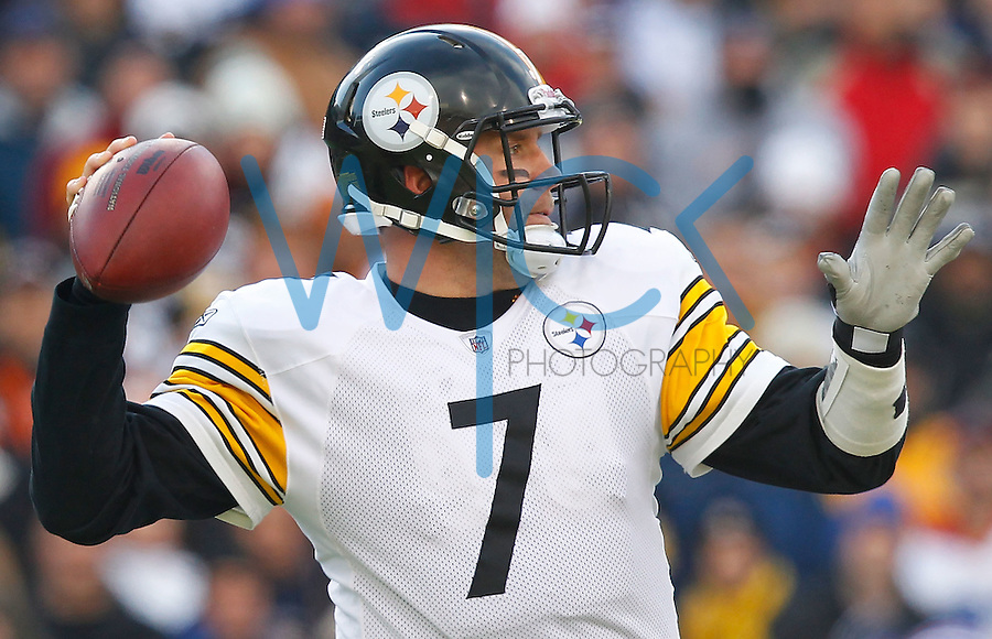 BUFFALO, NY - NOVEMBER 28:  Ben Roethlisberger #7 of the Pittsburgh Steelers drops back to pass during the game against the Buffalo Bills on November 28, 2010 at Ralph Wilson Stadium in Buffalo, New York.  (Photo by Jared Wickerham/Getty Images)