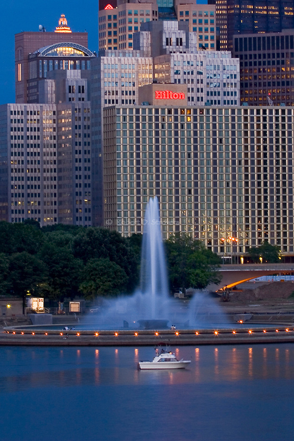 Pittsburgh - Fountain at the Point, summer's evening