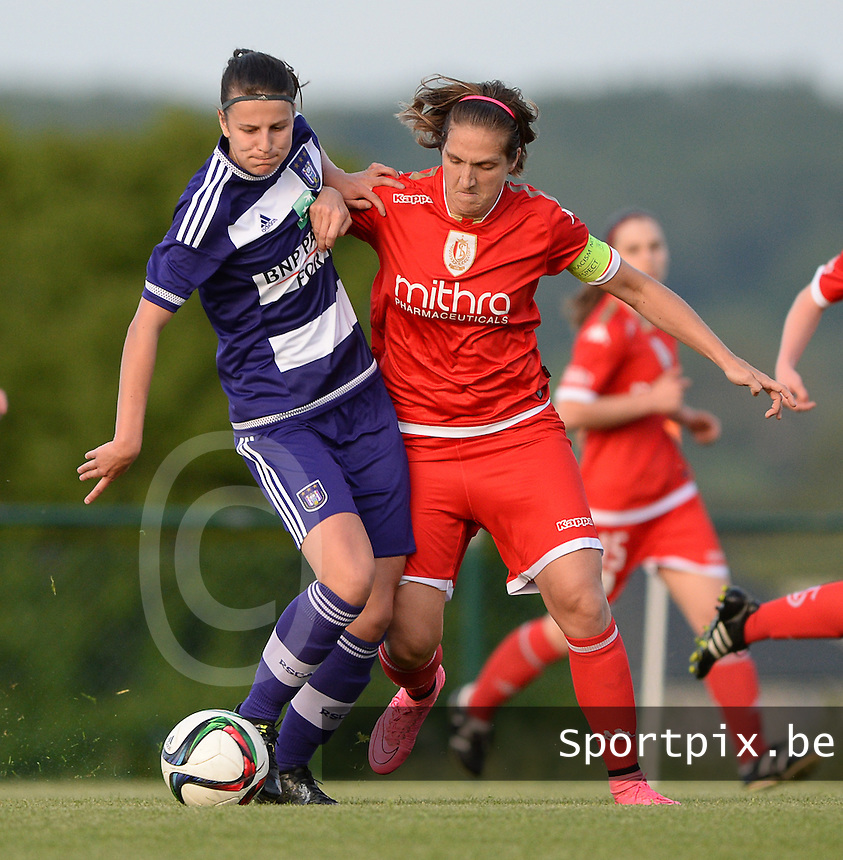 20160520 - TUBIZE , BELGIUM : Anderlecht's Laura De Neve (left) pictured with Standard's Maud Coutereels (right)  during a soccer match between the women teams of RSC Anderlecht and Standard Femina de Liege , during the sixth and last matchday in the SUPERLEAGUE Playoff 1 , Friday 20 May 2016 . PHOTO SPORTPIX.BE / DAVID CATRY
