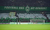 FUSSBALL   1. BUNDESLIGA   SAISON 2012/2013    20. SPIELTAG SV Werder Bremen - Hannover 96                           01.02.2013 Fans vom SV Werder Bremen zeigen einen Banner mit der Aufschrift: FOOTBALL HAS NO GENDER