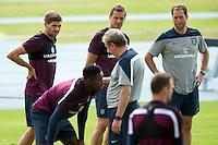 Steven Gerrard and England manager Roy Hodgson