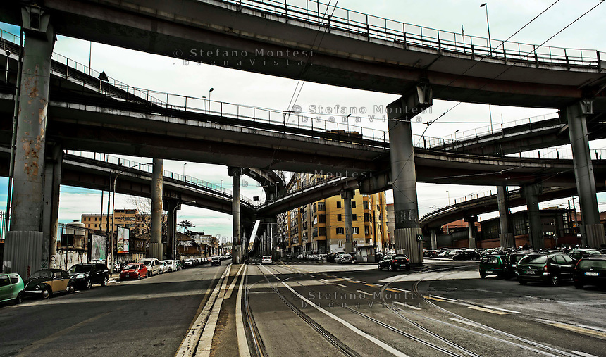 Roma,  Sopraelevata della tangenziale in via Prenestina. Rome ,viaduct of the ring road