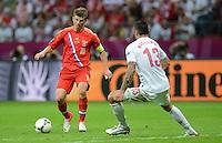 FUSSBALL  EUROPAMEISTERSCHAFT 2012   VORRUNDE Polen - Russland             12.06.2012 Andrey Arshavin (li, Russland) gegen Marcin Wasilewski (re, Polen)
