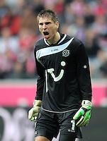 FUSSBALL   1. BUNDESLIGA  SAISON 2011/2012   27. Spieltag FC Bayern Muenchen - Hannover 96       24.03.2012 Torwart Ron Robert Zieler (Hannover 96)