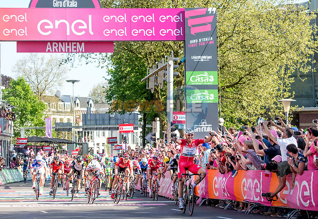 Marcel Kittel (GER) Etixx-Quick Step outsprints the bunch again to win Stage 3 of the 2016 Giro d'Italia running 190km from Nijmegen to Arnhem, The Nethrerlands. 8th May 2016.<br /> Picture: ANSA/Claudio Peri | Newsfile<br /> <br /> <br /> All photos usage must carry mandatory copyright credit (&copy; Newsfile | ANSA/Claudio Peri)