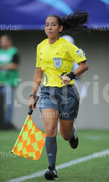Fussball Frauen FIFA U 20  Weltmeisterschaft 2008     27.11.2008 Mexiko  - Korea DVR Schiedsrichterassistentin Yoly Garcia (VEN)